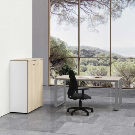 Komplettbüro Ring mit mittelgroßem Schrank und Stuhl.