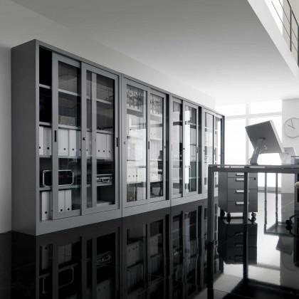 Hoher Schrank mit Schiebetüren aus Hartglas B 150 H200 Art. AV15T