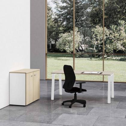 Komplettbüro Delta mit niedrigem Schrank und Stuhl.