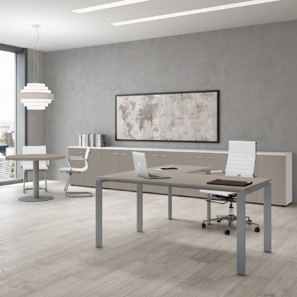 Komplettbüro Doria mit niedrigem Schrank, Stuhl und Container.