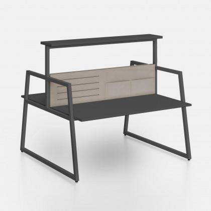 Bench Fusion mit Trennwand, elastischen Bändern-Ablagefächern und Hochregal
