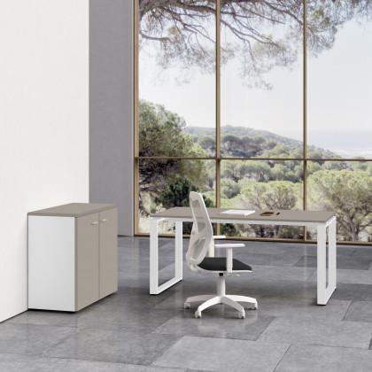 Komplettbüro Ring mit niedrigem Schrank und Stuhl.