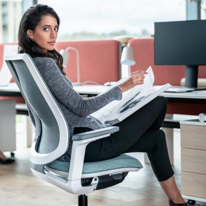 Seduta operativa Se:flex con braccioli